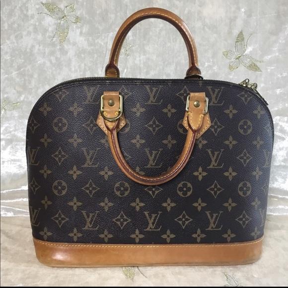 40e3899d3f46 Louis Vuitton Handbags - Alma PM Monogram Pre-Loved Zippers Work Wonderfull
